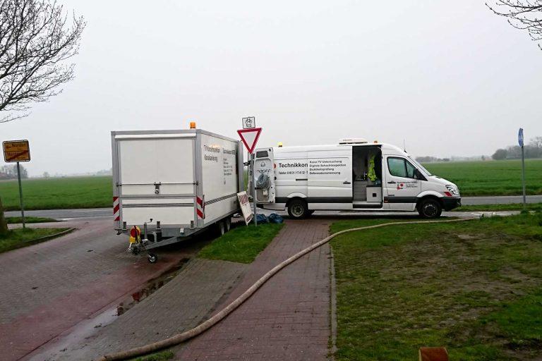 Fahrzeug der Kanalinspektion mit Anhänger